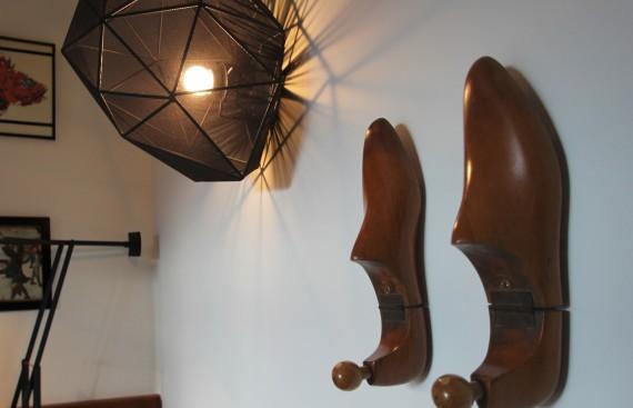 16_suite_lampe-et-porte-manteau