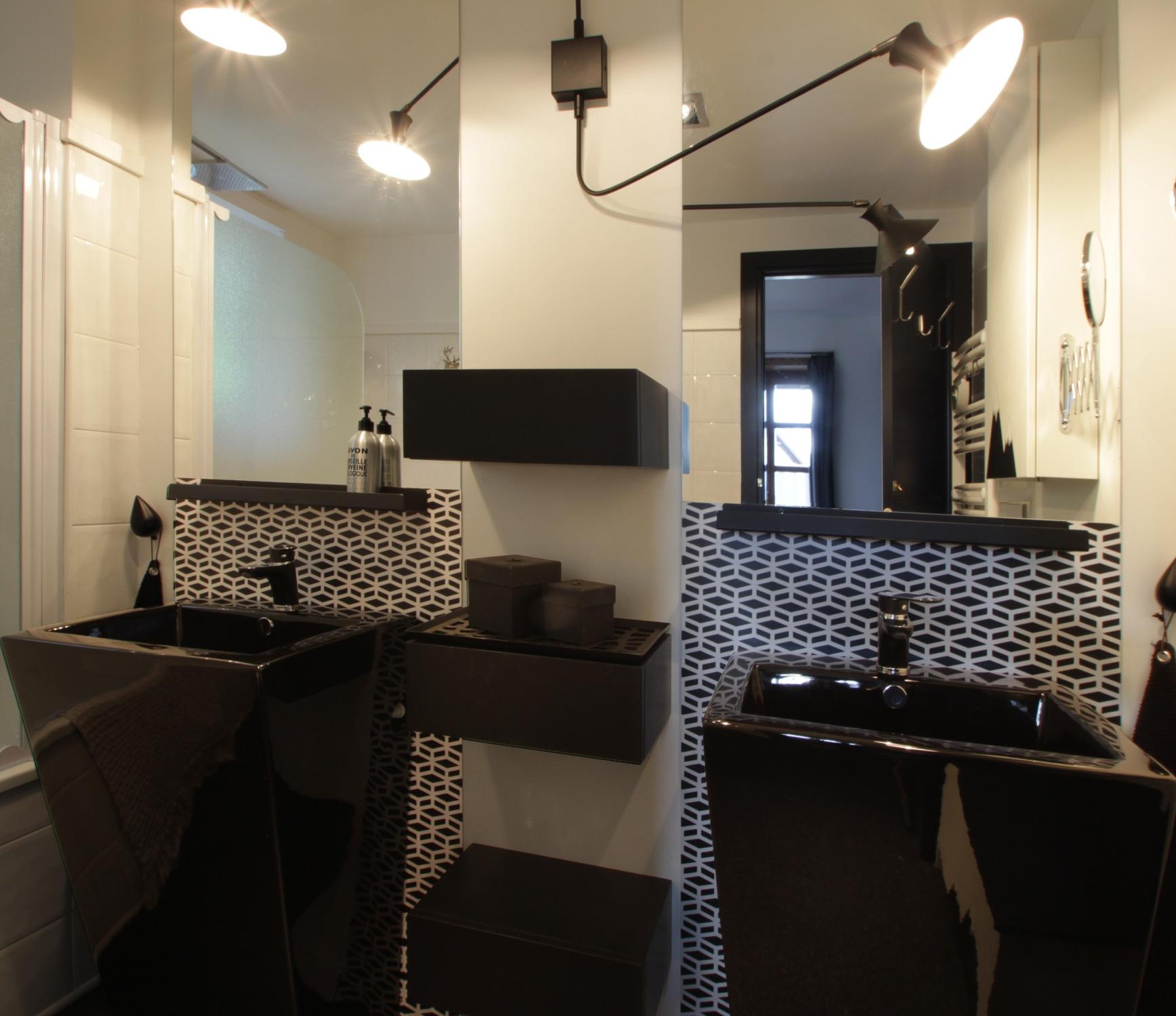Sur mesure cr dence salle de bain malo design for Synonyme de salle de bain